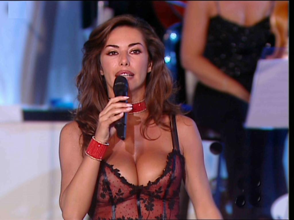 Emanuela folliero emanuela folliero calendario rosso vip - Foto dive nude ...